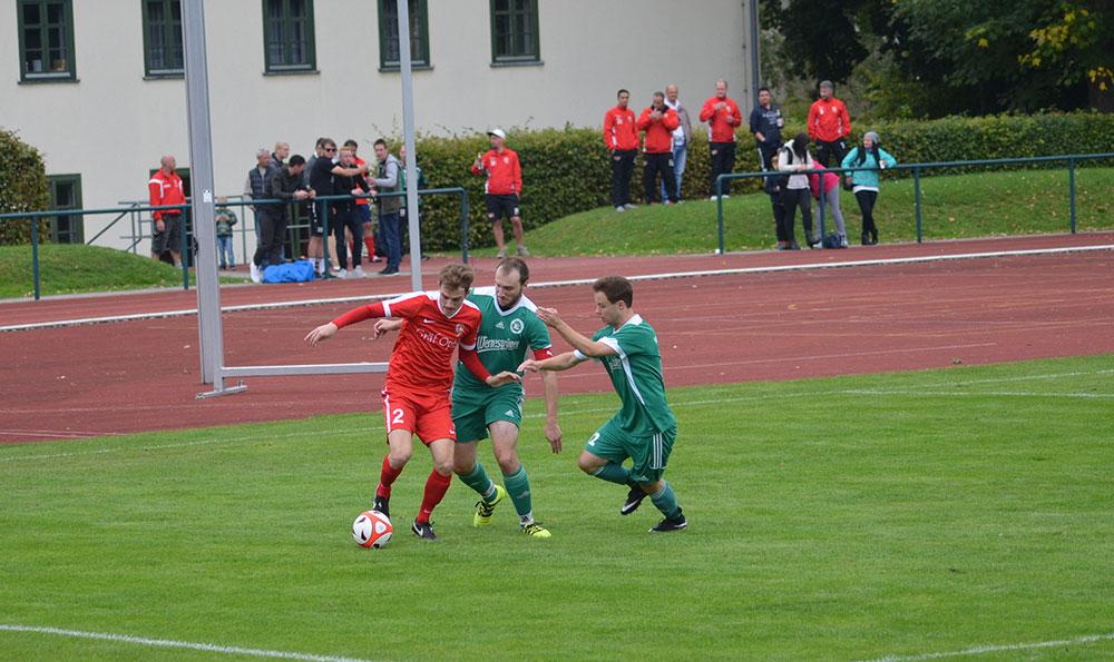 FSV Spieler Grunert im Duell